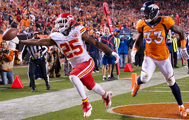 Jamaal Charles couldn't quite haul in this catch on a day when he finished with negative receiving yards.