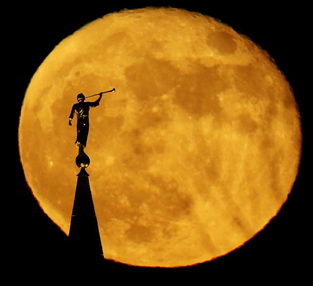 The statue serenades a full Luna by blowin' a mean version of its classic theme song from on top of a Latter-day Saints (Drew Brees, Robert Meachem, Reggie Bush etc.) temple in Kansas City, Mo.