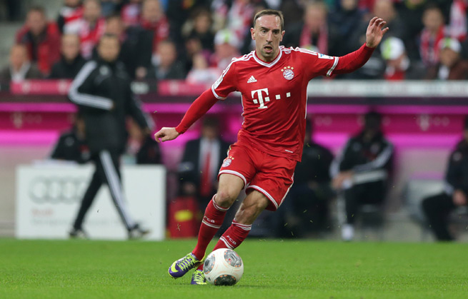 Bayern Munich star Franck Ribery will miss his side's crucial clash with Borussia Dortmund after suffering a cracked rib.