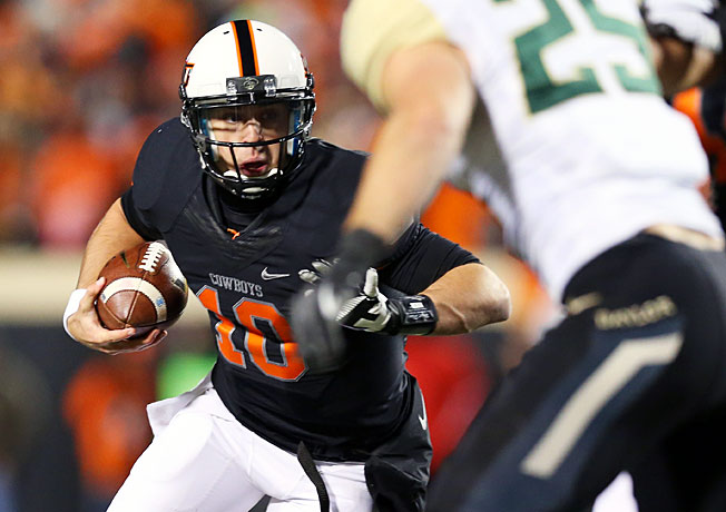 Clint Chelf (10) and Oklahoma State have won seven straight since a loss at West Virginia on Sept. 28.