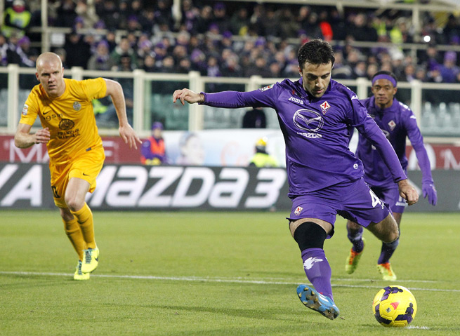 New Jersey-born Fiorentina forward Giuseppe Rossi adds to his Serie A-leading goal total with a penalty kick in Monday's 4-3 win over Hellas Verona.