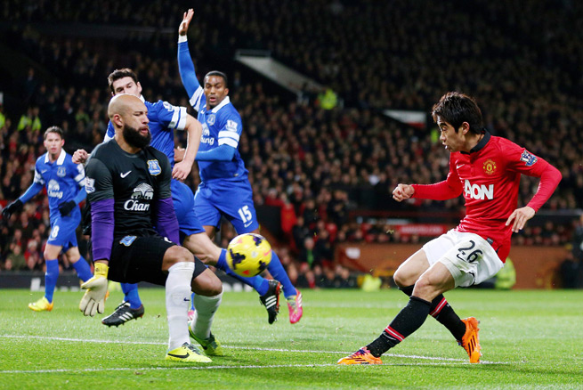 U.S. and Everton goalkeeper Tim Howard denies Manchester United's Shinji Kagawa in Wednesday's 1-0 victory at Old Trafford.