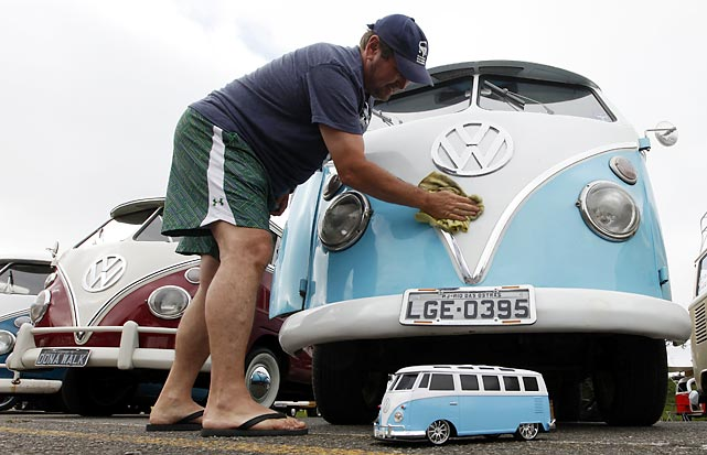 A Volkswagen Kombi minibus owner lovingly cleaned his vehicle after it gave birth during a club meeting in Sao Bernardo do Campo. Volkswagen Brazil, the last plant to produce the Kombi, will cease squeezing out the iconic vehicle on December 20 after 56 years of labor.