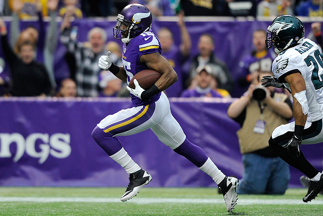 Greg Jennings caught 11 passes for 163 yards and a touchdown against the Eagles in Week 15.