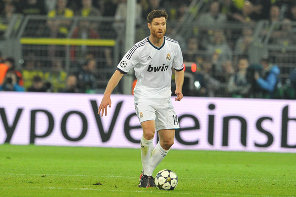 Real Madrid midfielder Xabi Alonso will remain with the club through 2016 after signing a two-year contract extension.