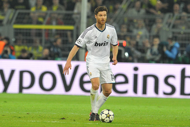 Real Madrid midfielder Xabi Alonso suffered a burst eardrum in the club's win over Valencia on Sunday.