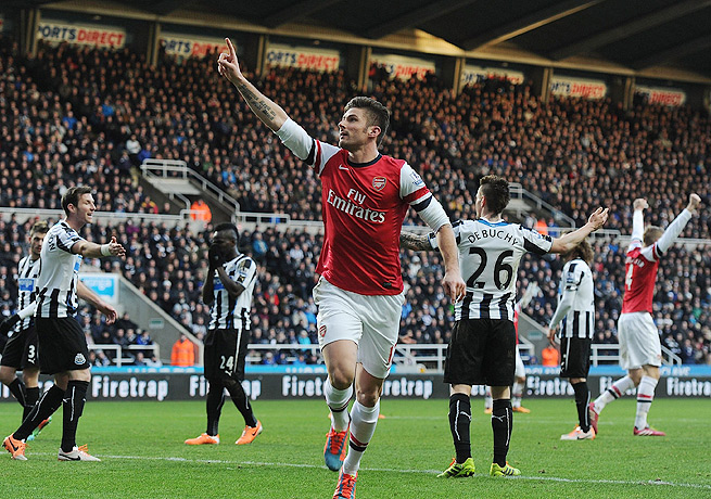 Olivier Giroud's header sent Arsenal into the new year at the top of the Premier League.