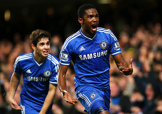 Samuel Eto'o (front) celebrated after scoring the winning goal for Chelsea against Liverpool.