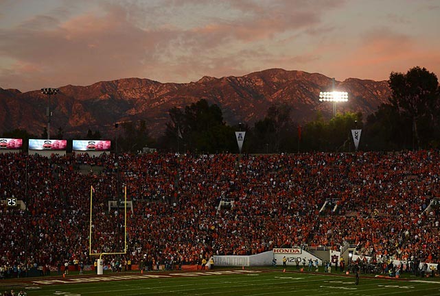 Nearly 95,000 fans packed into the Rose Bowl to see Auburn face Florida State.