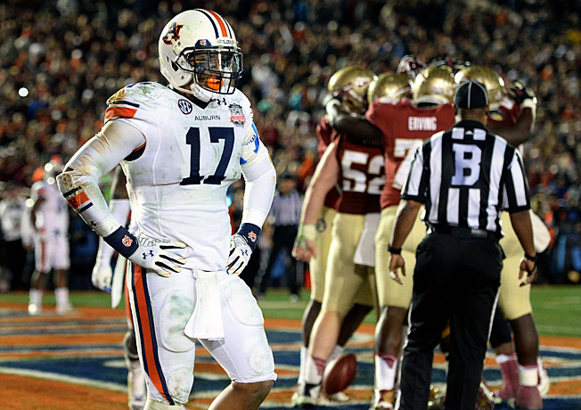 Kris Frost (17) and Auburn lost the BCS title game after Florida State scored with 13 seconds remaining.