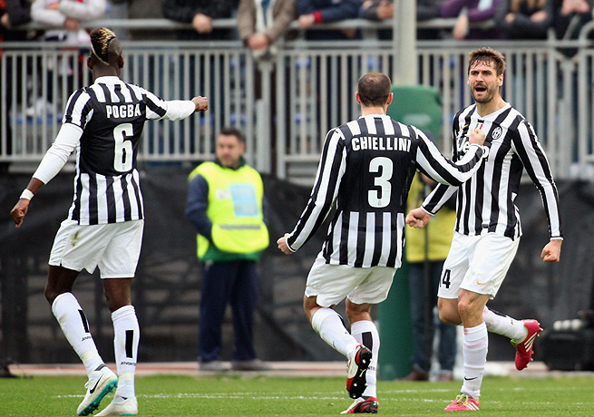 Fernando Llorente (right) scored the first and third goals for Juventus, who leads Serie A.