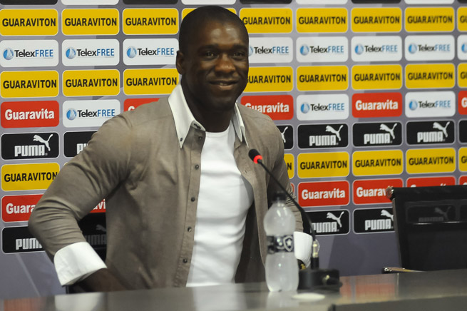 Clarence Seedorf says he is finishing his playing days with Brazilian club Botafogo to take over as coach of one of his former clubs, AC Milan.