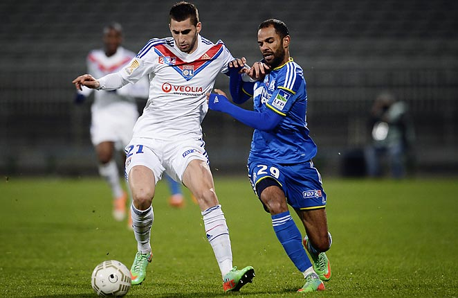 Lyon reached the League Cup semifinals with a 2-1 victory over Marseille on Wednesday.