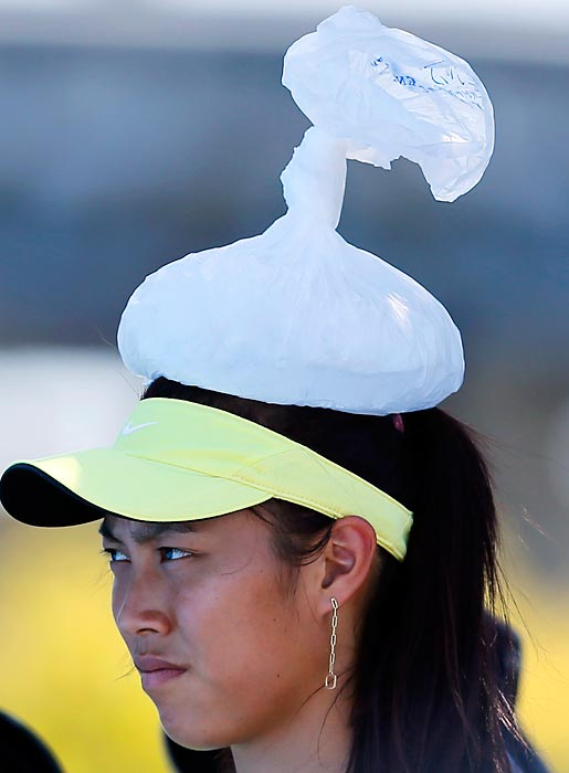 It was hot at the Australian Open. How hot was it? Please proceed to the next frame ...
