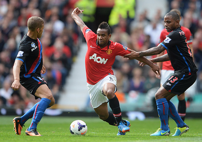 Anderson (center) had been subject to a lack of playing time at Manchester United so far this season.