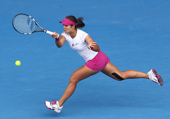 Li Na only dropped four games to Flavia Pennetta in advancing to the semifinals in Melbourne.