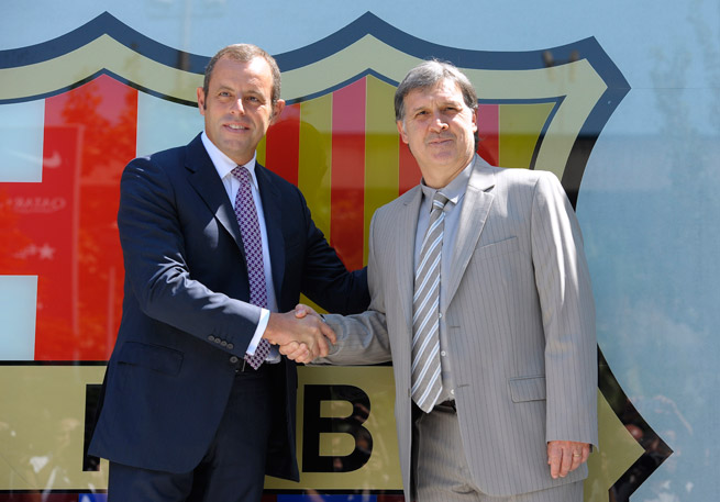FC Barcelona president Sandro Rosell, left, is stepping down amid the lawsuit involving the club and its summer transfer of Neymar.