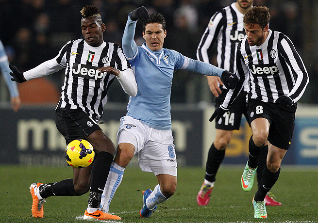 Hernanes (center) and host Lazio were able to keep 10-man Juventus in check.