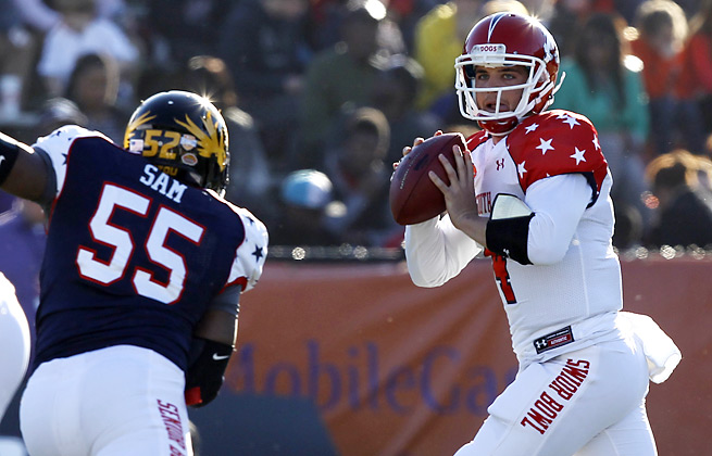 Derek Carr passed for 45 yards and a touchdown in limited action at the Senior Bowl.