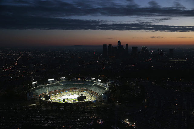 The most exotic locale for an NHL outdoor game to date was surely sunny L.A. and Dodger Stadium, where the Stadium Series opened on January 25 with a game between the Kings and the Anaheim Ducks. Despite climate concerns, this event proved to be a widely hailed success.