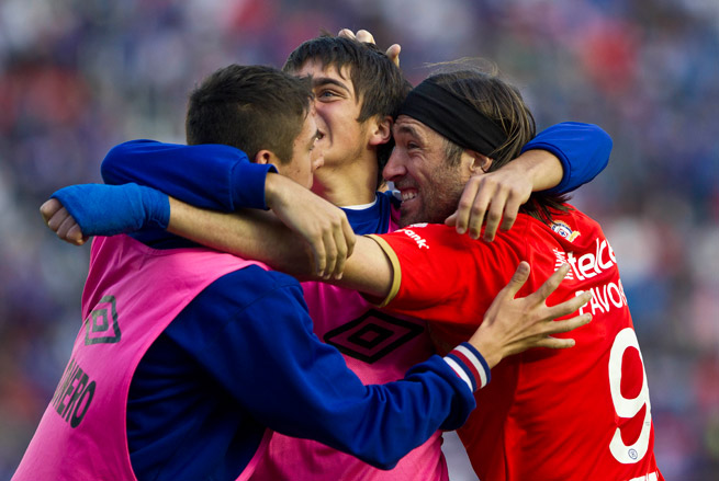 Cruz Azul's Hugo Pavone, right, celebrates his goal with the team's ball boys during a 4-0 rout of Veracruz.