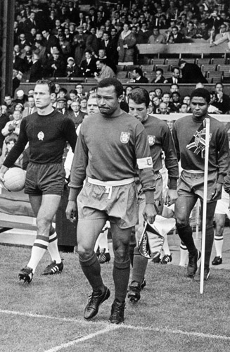Mozambique-born Portuguese star Mario Coluna, center, captained a friendly between Portugal and Brazil at Estadio Salazar -- eventually renamed Estadio do Machava -- in 1968.