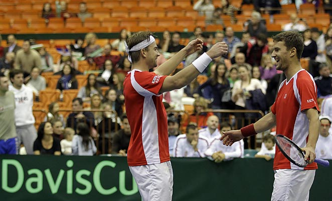 Switzerland's win in the doubles gave Switzerland a 3-0 lead pver Serbia in the Davis Cup on Saturday.