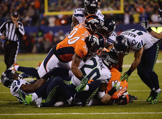 Trindon Holliday gets swarmed on a kickoff return.