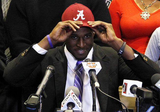 Five-star linebacker Rashaan Evans pulled a Signing Day stunner by picking Alabama instead of Auburn.