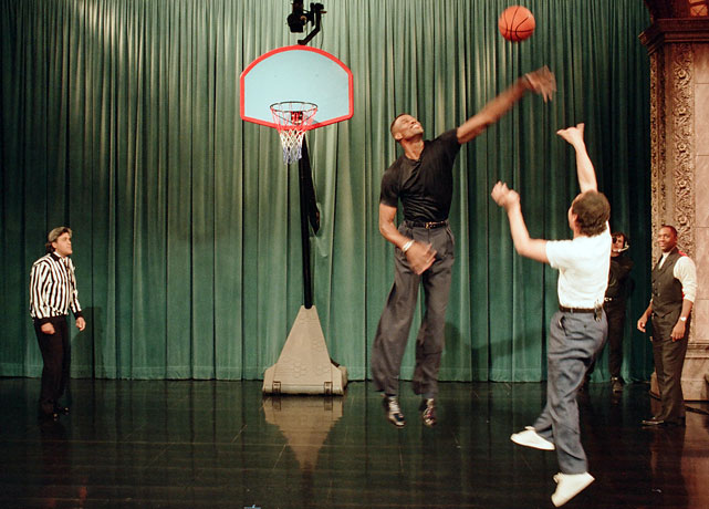 Leno played referee for a one-on-one basketball game between NBA player David Robinson and actor Billy Crystal.