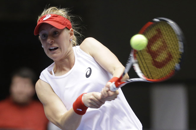 Alison Riske and the U.S. lost to Italy 3-1 in Fed Cup competition in Cleveland on Sunday.