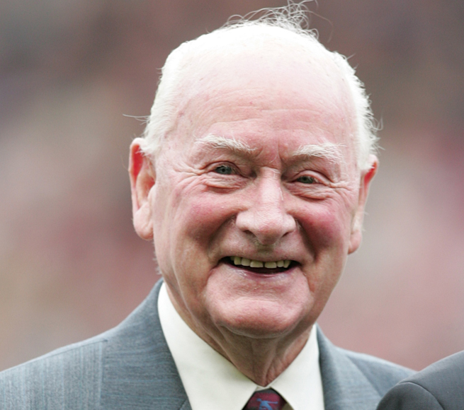 Former England forward Sir Tom Finney, 91, died Friday.