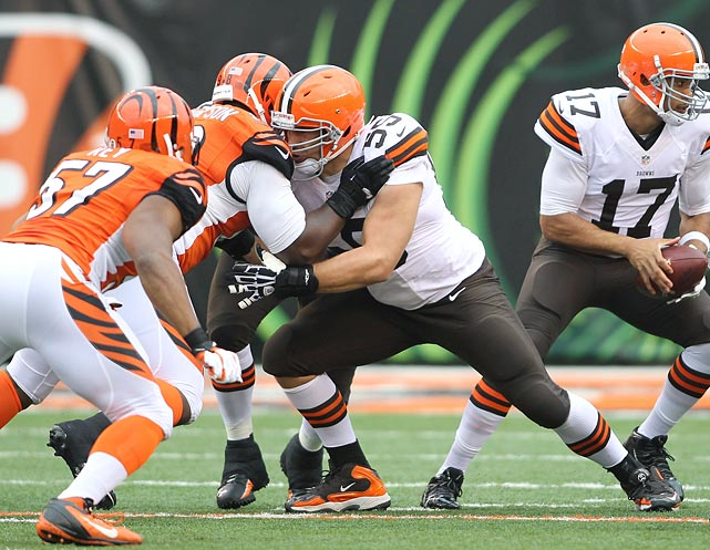 The two-time Pro Bowler has been a fixture on Cleveland's offensive line since he was drafted in the first round of the 2009 NFL draft. Mack said toward the end of the 2013 season that he was interested in remaining a member of the Browns. Cleveland has only won 23 games since the center joined the team.