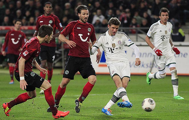 Thomas Muller scored in Bayern Munich's 4-0 rout of Hanover, putting them on pace to capture the Bundesliga title.