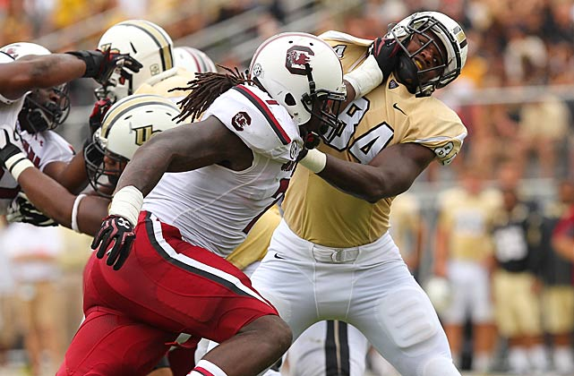 Clowney bursts past Central Florida tight end Justin Tukes.