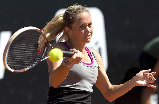 Czech Republic's Klara Zakopalova eased past Donna Vekic in Brazil with a 6-3, 6-3 win.