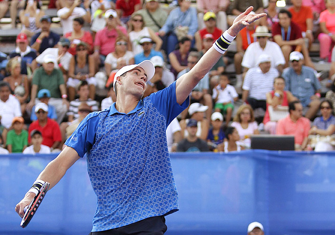 John Isner couldn't handle Ivo Karlovic's strong serving and lost in the first round of the Mexican Open 7-6 (4), 7-6 (5).