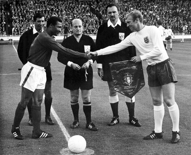 Former Portugal captain Mario Coluna, left shaking hands with England's Bobby Moore at the 1966 World Cup, died Tuesday at 78.