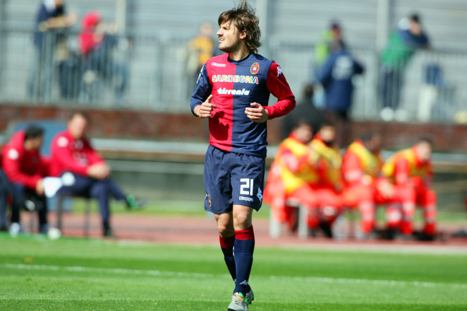 Cagliari midfielder Daniele Dessena received online attacks after wearing the laces last week, so his teammates joined him in wearing them this weekend.