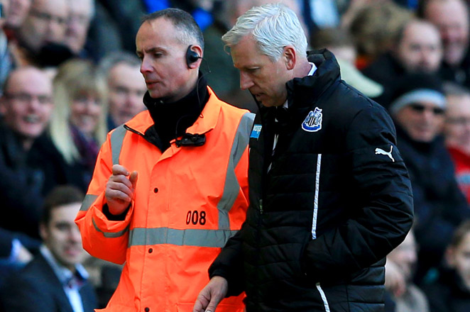 After Hull City's David Meyler pushed him, Newcastle manager Alan Pardew reacted by shoving his face into Meyler's and was subsequently thrown out of the game.
