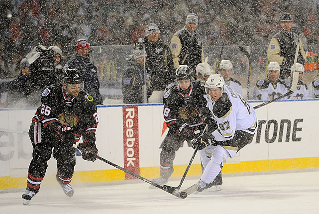 For Sidney Crosby (right), his third outdoor appearance wasn't quite as magical as his first (Buffalo, 2008). Playing his first game in Chicago since his rookie season (2005-06), the Penguins' captain was held to a mere three shots by the Blackhawks' defense.