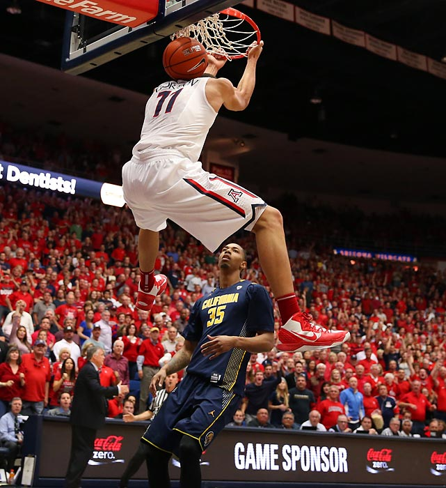 Arizona forward Aaron Gordon dunks during a Wednesday contest against Cal. Gordon scored 13 points in the Wildcats' 87-59 victory over the Golden Bears, avenging a loss earlier this season to Cal in Berkeley.