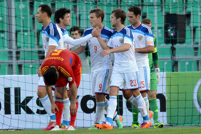 Russia's Dmitry Kombarov celebrates with his teammates after scoring against Armenia on Wednesday.