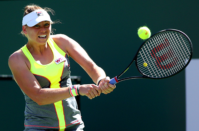 Vera Zvonareva fell to Peng Shuai 4-6, 6-0, 7-5 in round one of the BNP Paribas Open at Indian Wells.