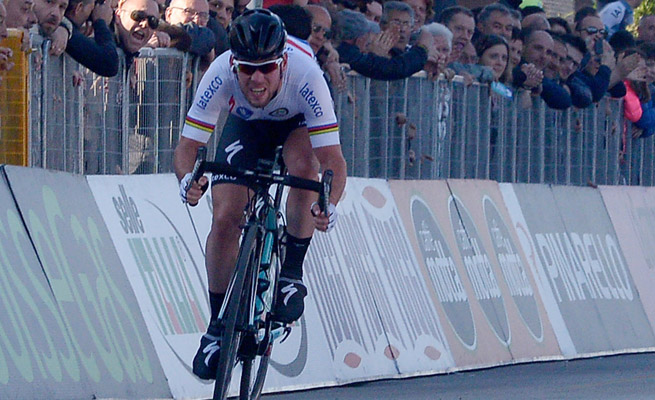 Mark Cavendish coasted to an easy win after several of his opponents crashed with just over a kilometer to go.
