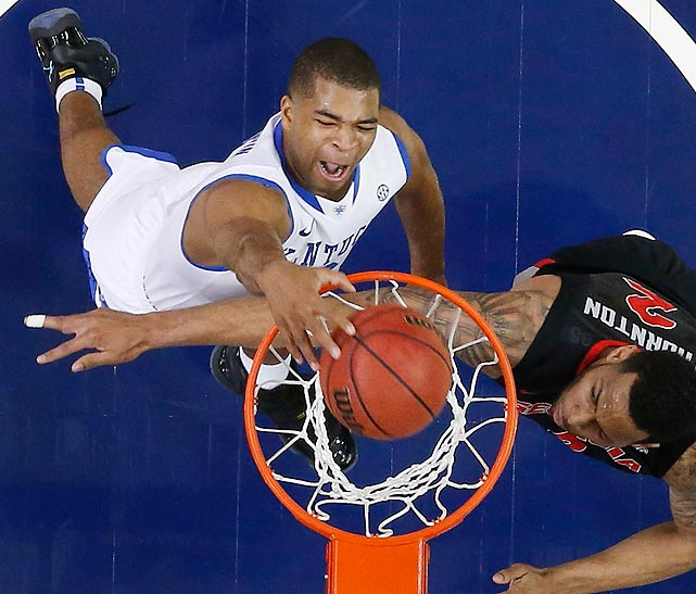 Kentucky guard Aaron Harrison dunks as Georgia forward Marcus Thornton tries to defend during the semifinals of the Southeastern Conference Tournament. The Wildcats topped the Bulldogs 70-58.