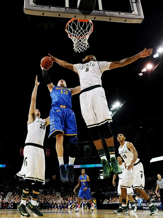 Kenny Kaminski of Delaware tries to get a shot past Adreian Payne.