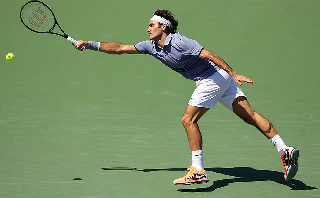 Roger Federer lost only three points on his serve, beating Ivo Karlovic 6-4, 7-6 (4) in Miami.