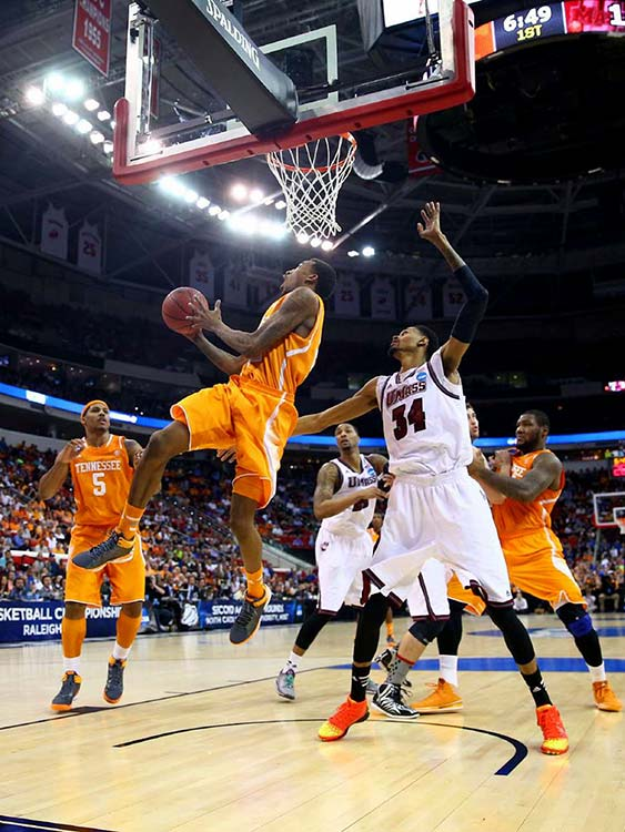 Tennessee's Jordan McRae works against Raphiael Putney for a bucket in the Volunteers' easy win.