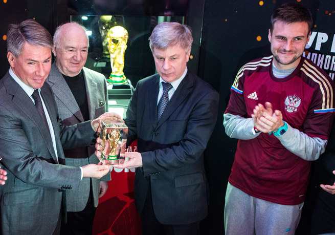 Russian Football Federation president Nikolai Tolstykh, center, is looking to absorb a pair of Crimean clubs into the Russian league set-up.